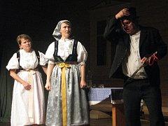 Přehlídka amatérských divadelních souborů hrajících v nářečí.