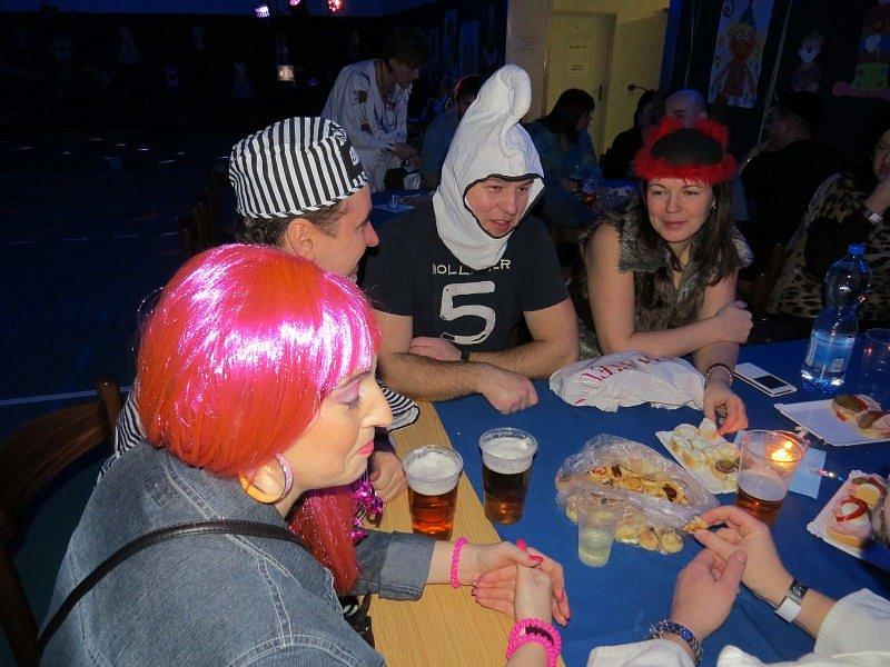 Přes sto padesát lidí si v sobotu přišlo užít sviadnovský Papučový aneb Maškarní večírek.