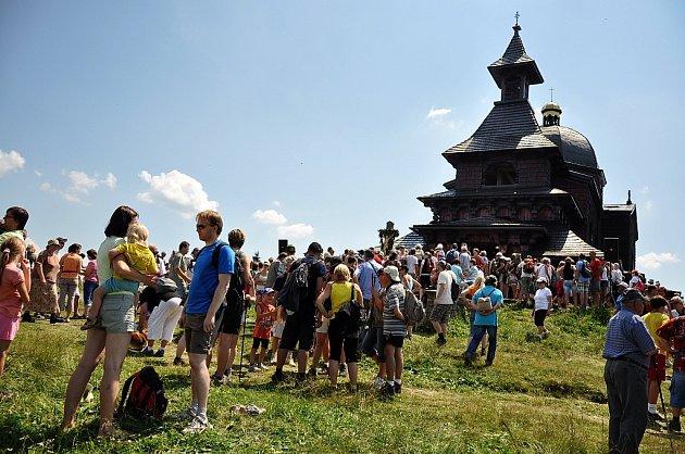 Davy turistů ipoutníků míří každoročně ke kapli Cyrila a Metoděje na Pustevnách. Láká je tam Cyrilometodějská pouť, která se koná vždy 5.července.