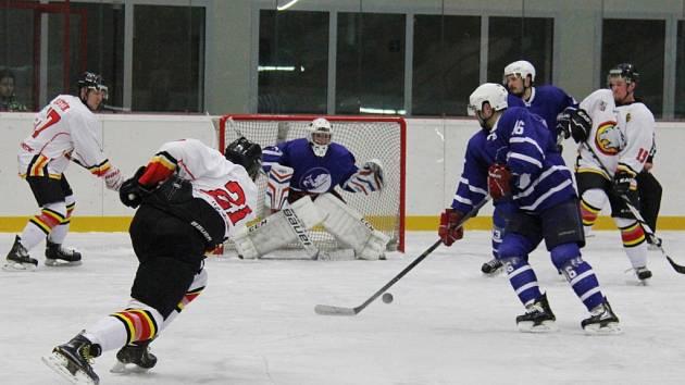 Druholigové derby mezi domácím Frýdkem-Místkem a hosty z Nového Jičína skončilo výhrou soupeře 3:4.