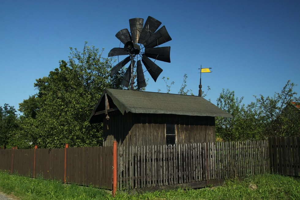 Větrný mlýnek v Šenově.