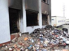 Následky exploze v paskovské celnici.