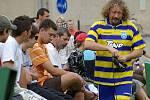 Po Birefestu v Nýdku v neděli 20. července proběhlo přátelské utkání Rockové kapely Doga (čmeláci) a fotbalové reprezentace (červení) obce Nýdek.