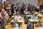 Pro skoro 108 tisíc dětí z celé České republiky začal den jinak, než jak byli doposud zvyklí. Stali se z nich prvňáci. Místo do školky, zamířili se svými rodiči do školy.  Stejné ráno zažil i Kája  Kotschi, který usedl do lavice v základní škole Řepiště n