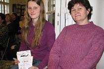 Sedmnáctiletá Anežka Sobková z Lískovce uspěla v literární soutěži Můj svět. Porota dívku ocenila za její básničky. Ve frýdecké knihovně ji doprovázela maminka.