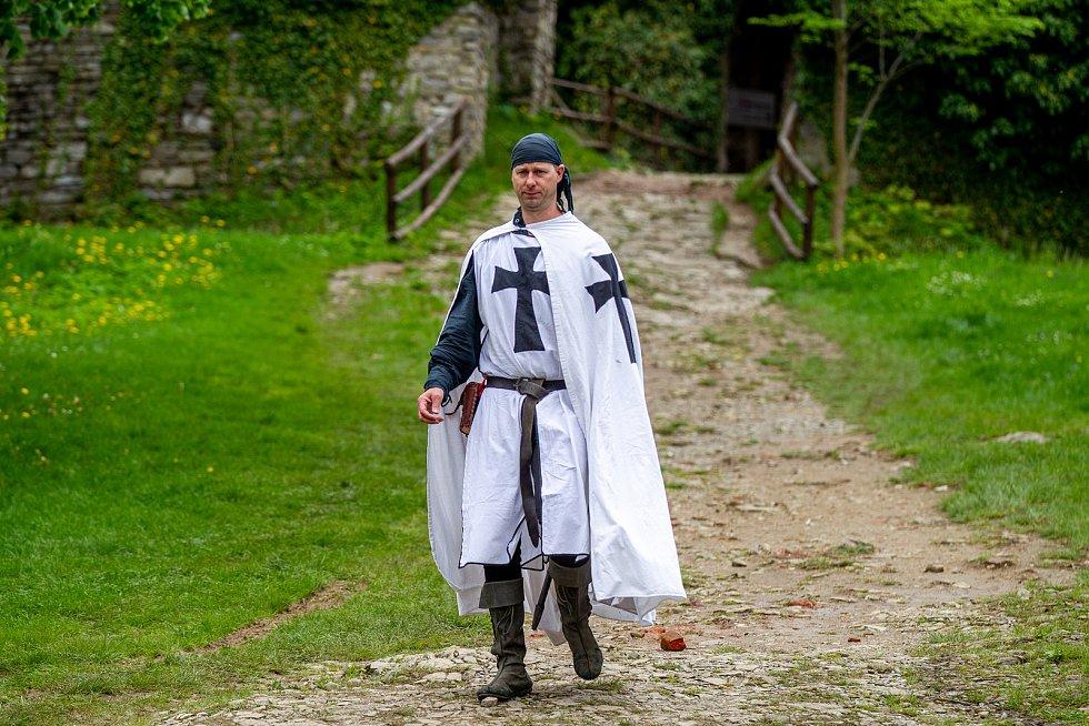 Hrad Hukvaldy a jeho okolí využili filmaři, kteří zde natáčeli historický film, 15. května 2021 Hukvaldy.