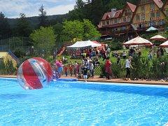 Sezonu na koupališti Sluníčko letos tradičně otevřel dětský den.