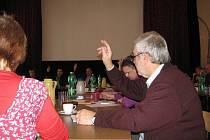 V Jablunkově ve čtvrtek schvalovali rozpočet na letošní rok. Na jednání přišlo všech 21 zastupitelů, což není příliš obvyklé, a pro návrh, který se na poslední chvíli ještě upravoval, hlasovalo patnáct z nich.