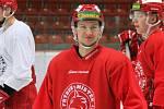 Devatenáctiletý Adam Raška míří na Karjala Cup.