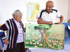 Díky návštěvě Lýdie Húšťové se synem může jablunkovské muzeu vystavovat i ručně vyráběná leporela, která za minulého režimu sloužila dětem.