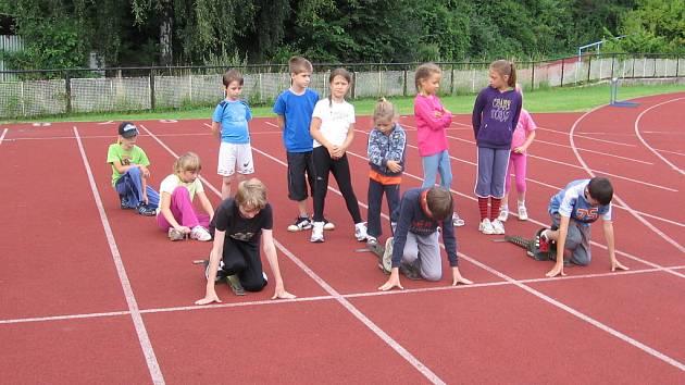 Děti si příměstský sportovní tábor, který pořádá v letních měsících atletický oddíl TJ Slezan z Frýdku-Místku, hodně oblíbili.