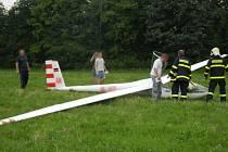Záchranná akce u nouzového přistání větroně.