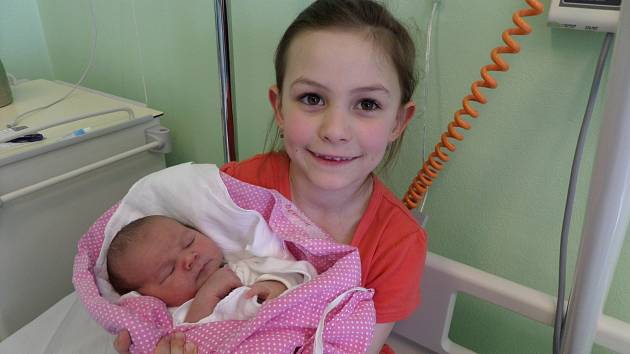 Denisa Szwarcová se sestrou Adriankou, Písek, nar. 1.4., 52 cm, 3,9 kg, Nemocnice Třinec.