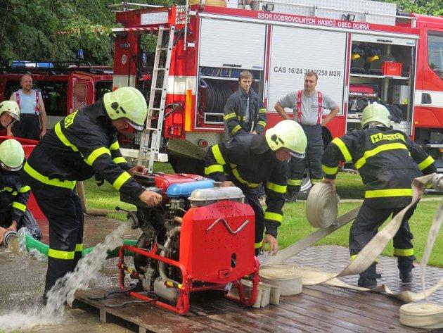 Sbor dobrovolných hasičů Horní Domaslavice slavil v sobotu odpoledne 90 let existence. Diváky bavila i okrsková soutěž v požárním útoku.