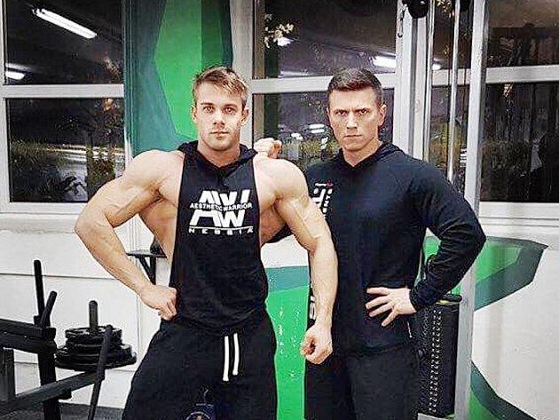 Ondřej Kmošťák (vlevo) se svým trenérem.