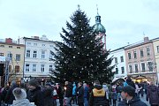 Ve Frýdku-Místku se v pátek slavnostně rozzářil vánoční strom i výzdoba po celém městě.