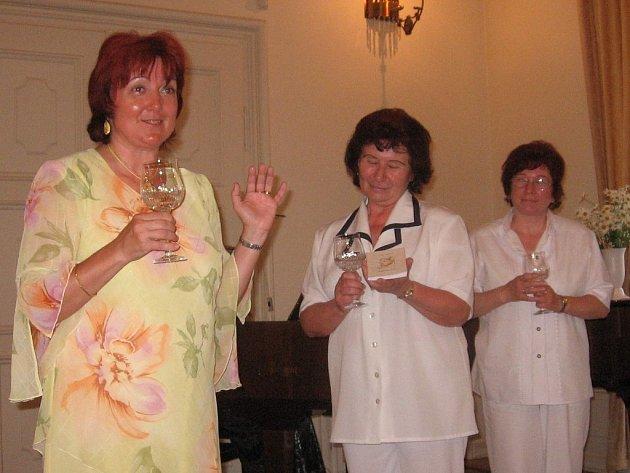 Křest básnické sbírky. Zleva: Vlasta Blizňáková, Irena Kopecká, Ludmial Hanáková a Jaroslava Kukuczková.