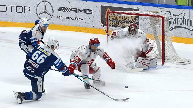 Brno 13.12.2020 - domácí HC Kometa Brno (Tomáš Šoustal)v modrém proti HC Oceláři Třinec