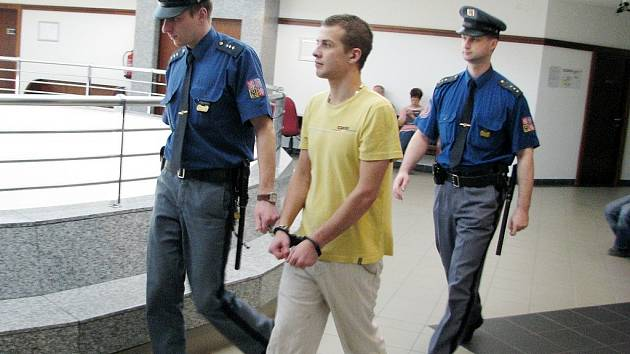 Čtyřiadvacetiletý Jakub Staš obchodoval s pervitinem. Frýdecko-místecký soud mu za to v úterý vyměřil tři roky ve věznici s ostrahou. Mladík figuruje i v případu ukradené motorové nafty, v němž zatím rozhodnutí nepadlo.