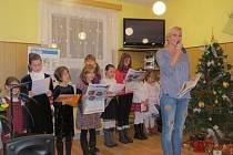 Také v Komorní Lhotce se zapojili do celorepublikové akce Česko zpívá koledy.