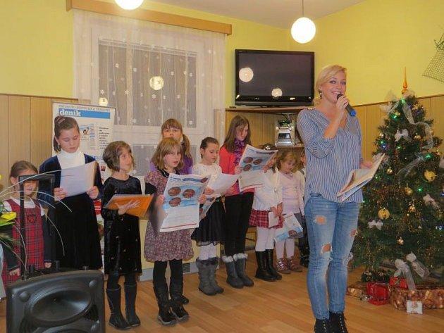 Také vKomorní Lhotce se zapojili do celorepublikové akce Česko zpívá koledy.