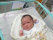 Mamince Ivaně Kubíčkové z Karviné se 7. května narodil syn Brandon. Po porodu miminko vážilo 3995 g a měřilo 54 cm.