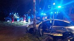 Následek srážky dvou osobních aut u Savely v Havířově.