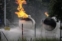 Na benzinové čerpací stanici hořel plyn, který unikal z nádrží na LPG.