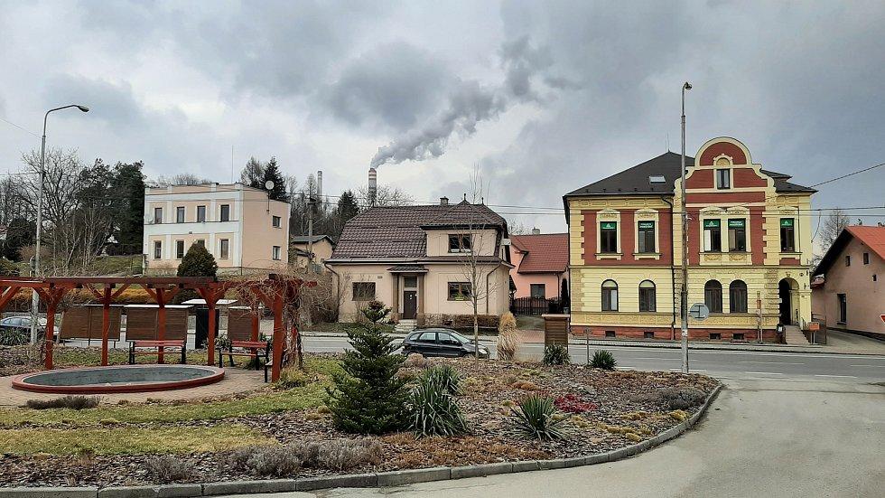 Dětmarovice. Prostranství před obecním úřadem.