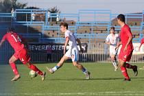 Čeští mladíci (v bílém) přehráli stejně staré Turky jasně 3:0.