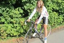 Kateřina Mudříková doprovodila na první závody i mladší sestru Moniku.