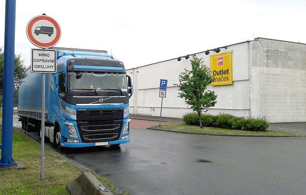 Kamion v zákazu.