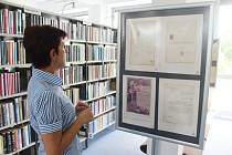 Výstava školních listin z 19. století se koná v karvinské knihovně.