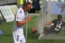 Karvinský fotbalista Vlasij Sinjavskij se raduje z gólu do branky Hradce Králové, který vstřelil v sobotním duelu 2. kola FORTUNA:LIGY.