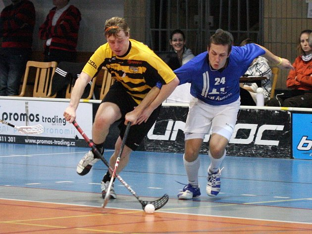 David Beneš (vlevo) rozhodl zápas Torpeda.
