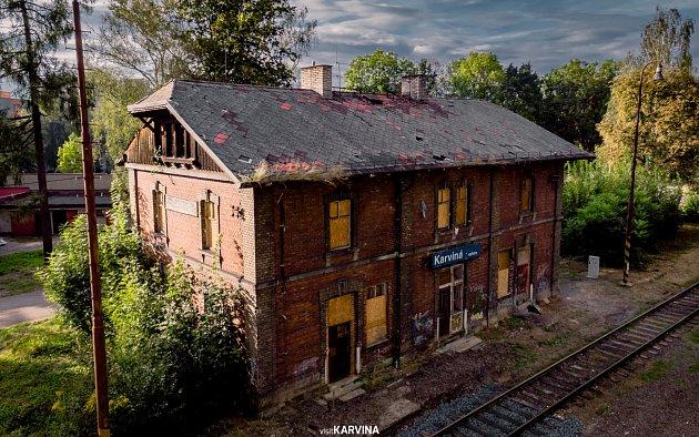 Historická budova vlakového nádraží vKarviné-Novém Městě.