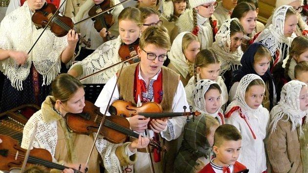 Folklorní soubor Vonička v evangelickém kostele v Bludovicích