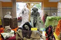 Výstava strašidel a pohádkových bytostí.