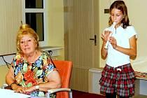 Marie Szottková s její vnučka Natálka.