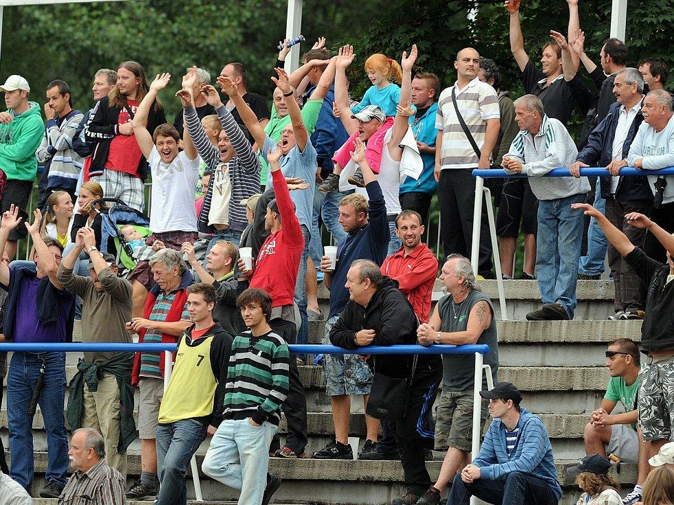 Bez dvou stovek šest tisíc diváků sledovalo krajské derby mezi Frýdkem a Karvinou. Takové návštěvy nemají mnohdy ani v první lize.