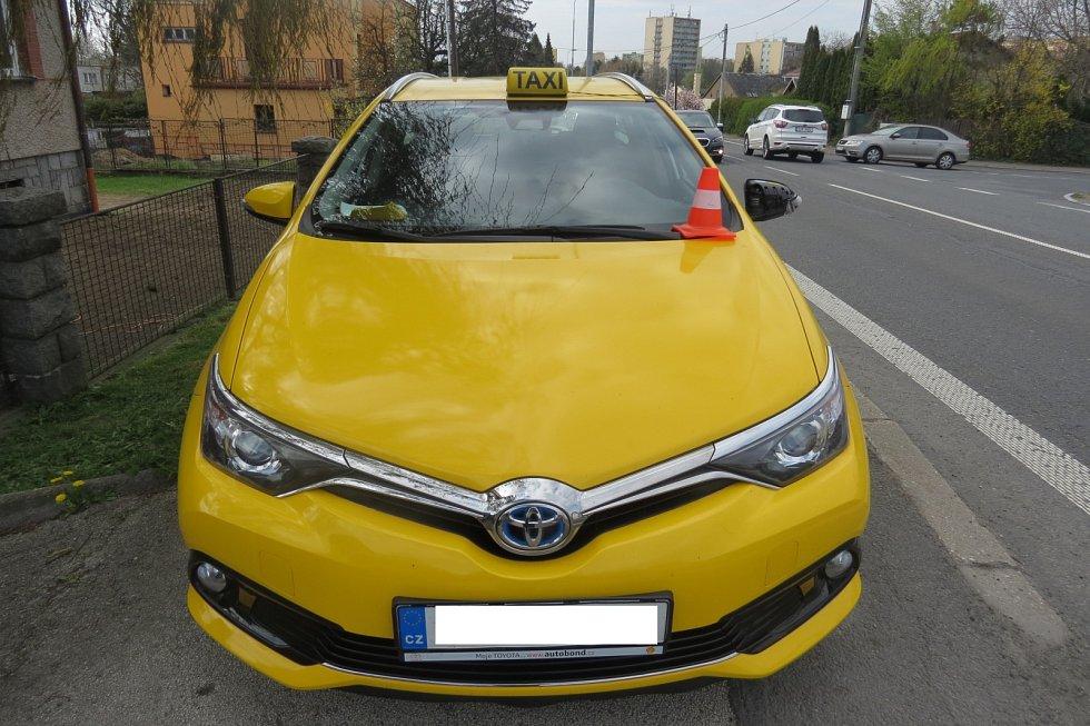 Vozidlo, které srazilo malou chodkyni na Těšínské ulici v Havířově.