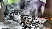 V Dětmarovicích v neděli v noci shořelo osobní auto.