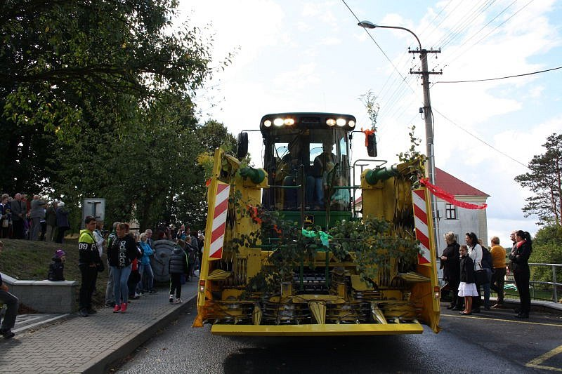 Ve Stonavě se v neděli konala dožínková slavnost.