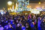 V Havířově zaplnili lidí, kteří si ve středu večera přišli zazpívat společně koledy, celé náměstí, podle odhadu jich byl o přes tisíc.