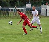 Fotbalisté Karviné (v bílém) si na Slovensku zahráli se Zlatými Moravci. Prohráli 2:3.