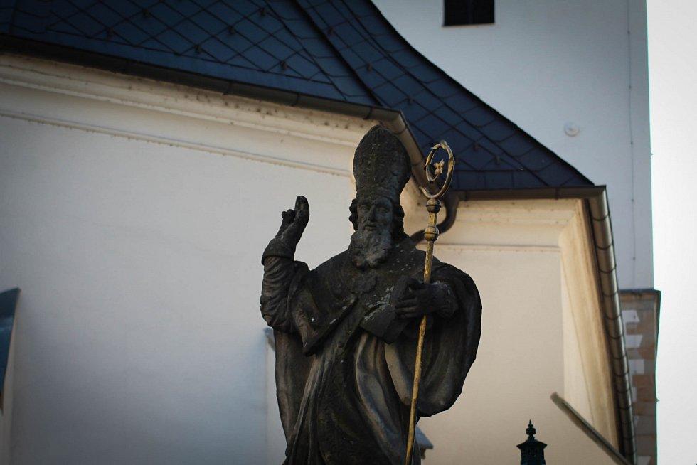 Hádanka č. 13: Socha sv. Patrika u kostela Povýšení sv. Kříže.