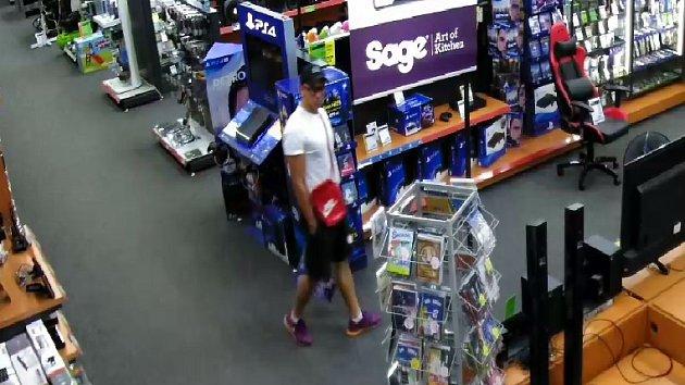 Zloděj ukradl notebook, poznáte ho?
