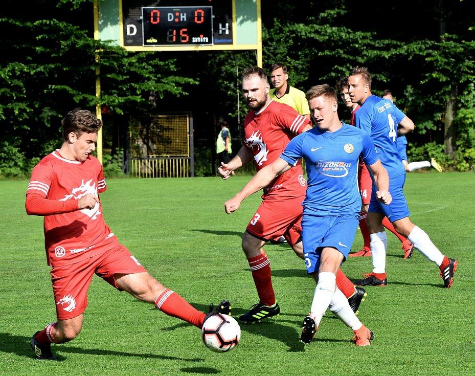 Českotěšínští fotbalisté si zahráli fotbálek s třineckými hokejisty.