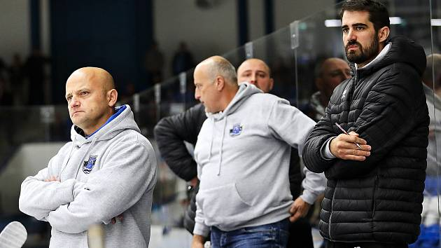 Dušan Šafránek (v černém) na střídačce Havířova.