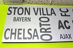 Výzdoba restaurace fotbalového stadionu v Havířově obsahuje chybné názvy světových fotbalových klubů. Podle architekta záměrně.